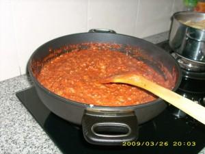 Saus Bolognesenya juga udah siap santap. (photo by Tarida)